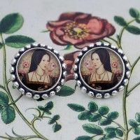 Anne Boleyn Round Post Earrings