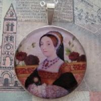 Catherine Howard Pendant with 16″ Silver Chain