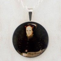 Mary I Eworth Portrait Grandioso Pendant