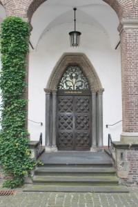 The entry, with elements of the old knight's hall