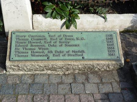 Memorial plaque on Tower Hill that includes the names of father and son Henry Howard, Earl of Surrey and Thomas Howard, 4th Duke of Norfolk. The 4th duke's son, St Philip Howard, died in the Tower in 1595.
